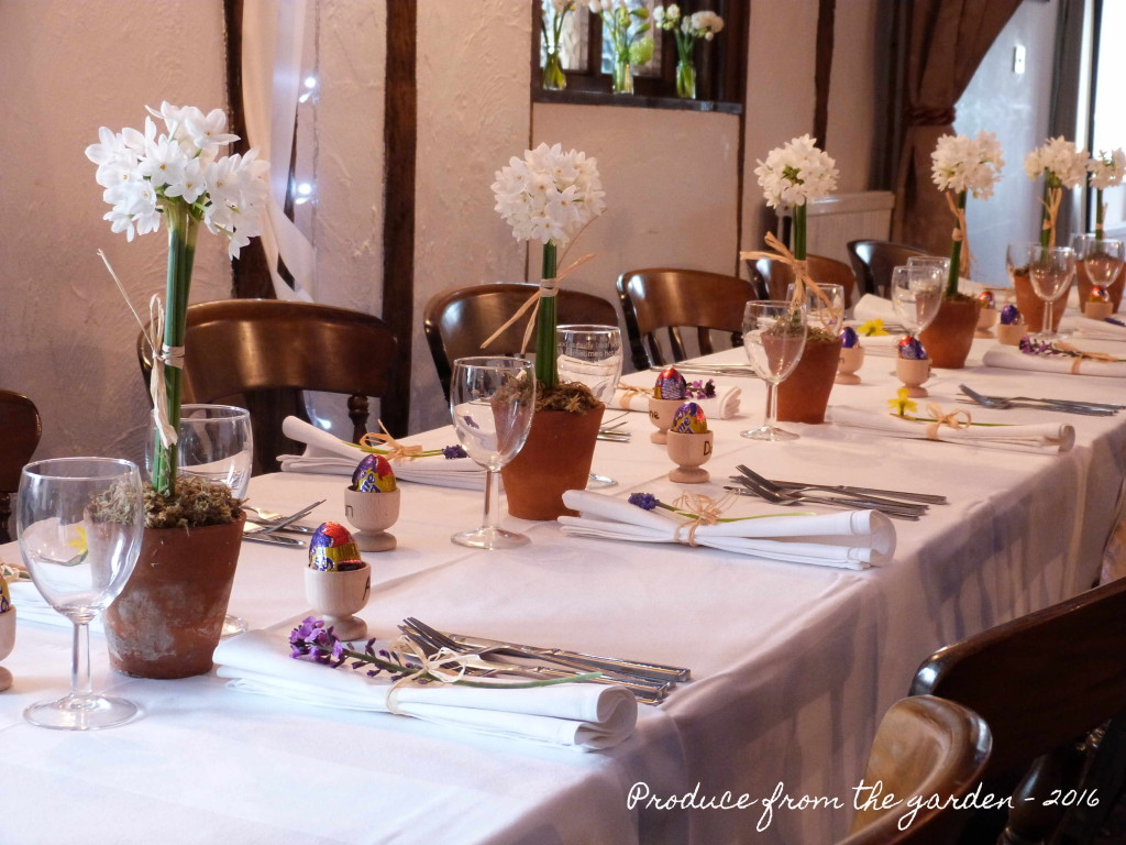 Wedding table with narcissus paperwhite