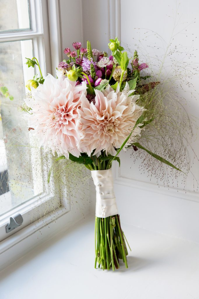 Brides bouquet dahlia cafe au lait
